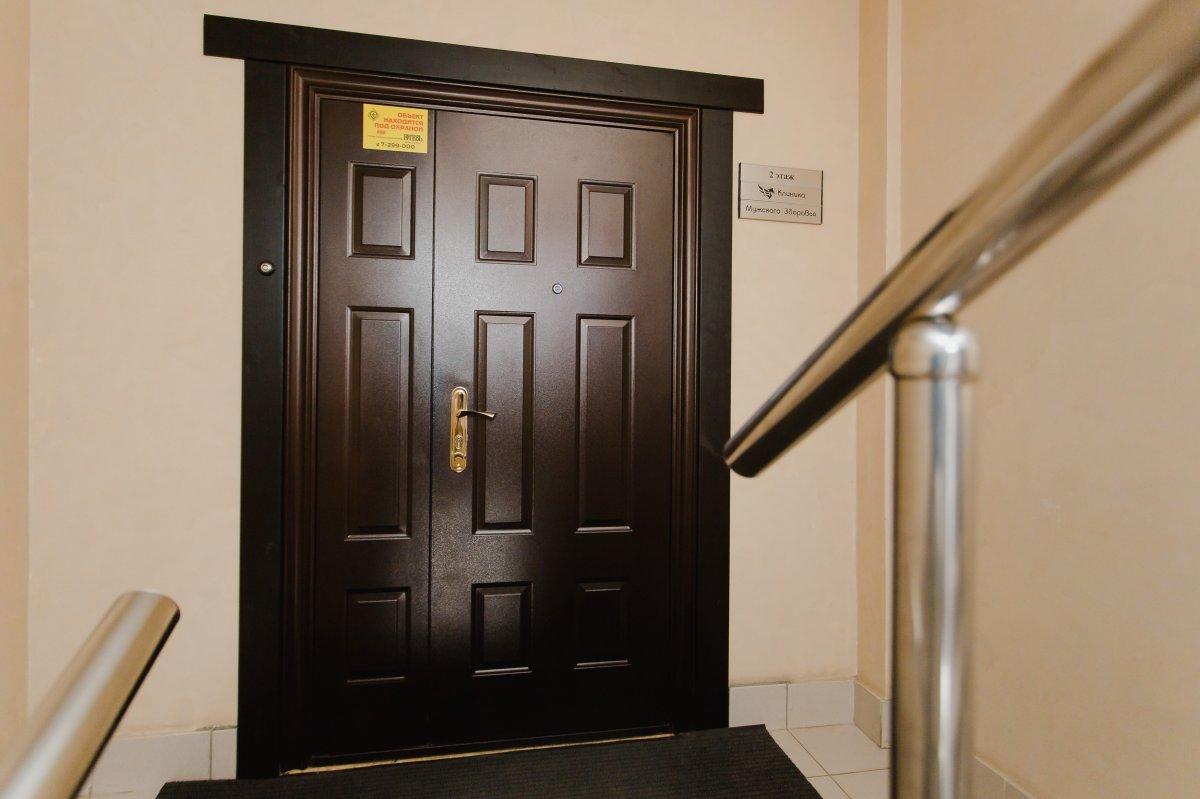 Входные двери клиники мужского здоровья